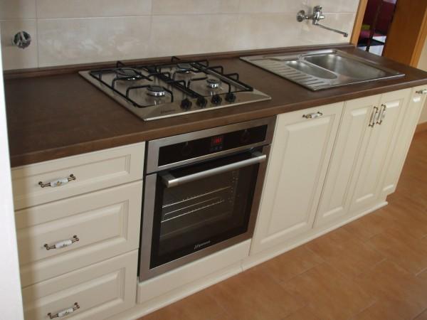 Mała kuchnia angielska, waniliowa – kuchnie na wymiar -> Kuchnia Na Wymiar Mala