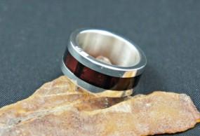 Obrączka srebrna z naturalnym bursztynem - Pracownia GRAWEMAG Magdalena Lis Osie