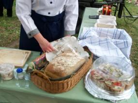 Potrawy z GRILLA czy STÓŁ WIEJSKI to nasza specjalność - PPUH ADI Catering kuchnia wojskowa grill imprezy plenerowe meetingi Luboń