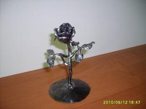 Róża kuta ręcznie, róża z metalu,  kute kwiaty, wystrój wnętrz, - Pracownia Kowalstwa Artystycznego Emilian Chmielewski Słupsk