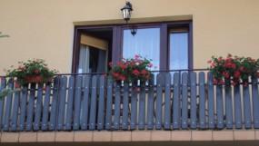 Balustrady plastikowe balkonowe - P.P.H.U. OLOPLAST - Produkcja sztachet plastikowych Kęty