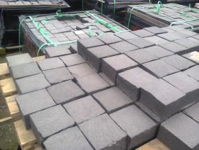 Kostka granitowa surowo łupana - PPG-Strzegom Strzegom