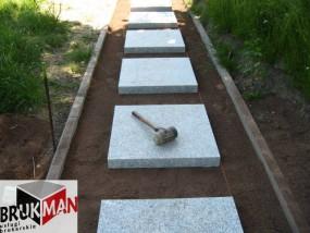 Układanie płyt granitowych - BRUKMAN - usługi brukarskie Strzegom