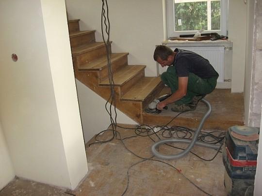 szlifowanie schodów...