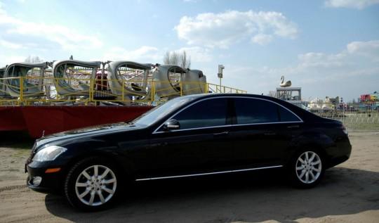 luksusowy Mercedes...