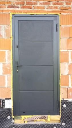 Drzwi alu. panelowe...
