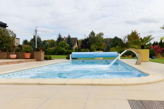 Widok boczny basenu...