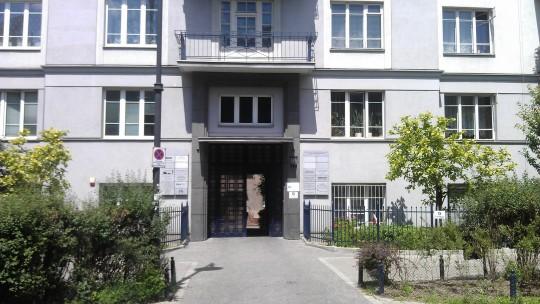 Wejście do budynku...