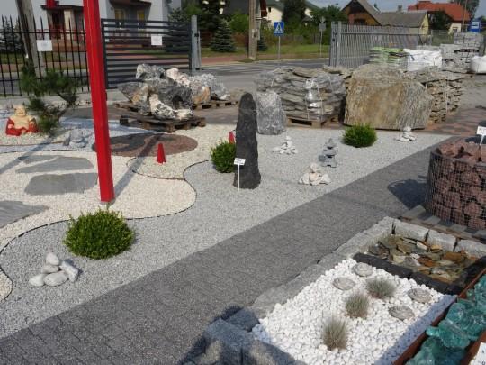 kamienie ogrodowe...