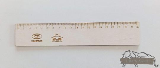 drewniana linijka...