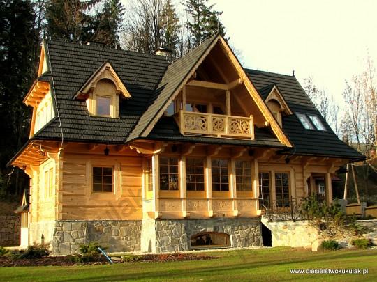 dom z bali płaskich...